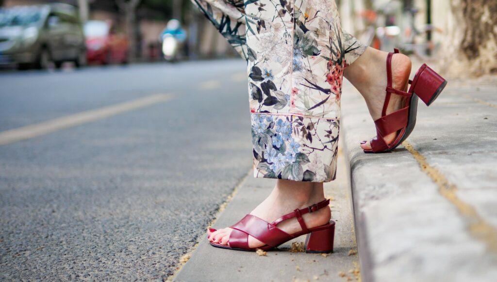 Sandały na niskim obcasie