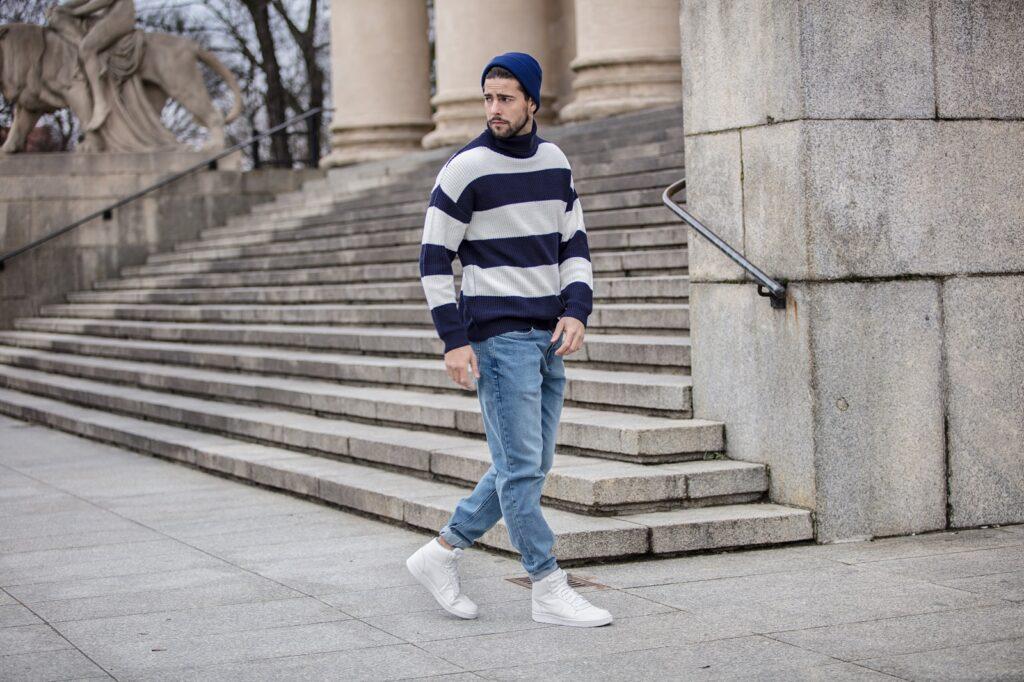 Jak nosić buty Nike – białe męskie sneakersy z charakterem