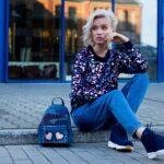 Granatowe buty Nike Manoa za kostkę w modnej stylizacji w stylu ulicznym