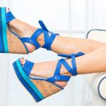 niebieskie sandały na koturnie, espadryle