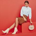 Stylizacja z białymi botkami damskimi