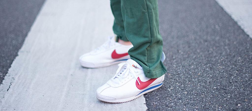 Białe sneakersy Nike Cortez
