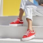 czerwone damskie sneakersy marki Guess