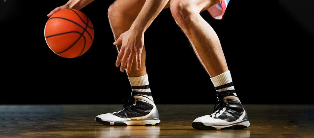 Wysokie biało-czarne buty do koszykówki