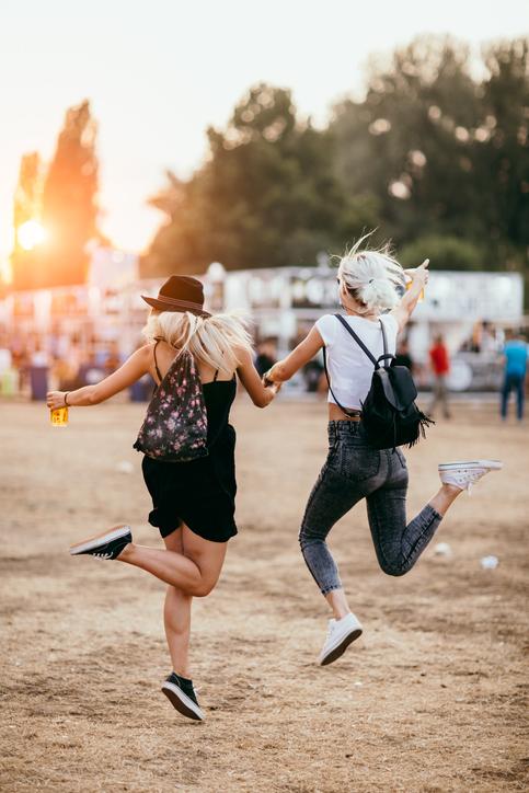 Niskie trampki damskie w festiwalowej stylizacji