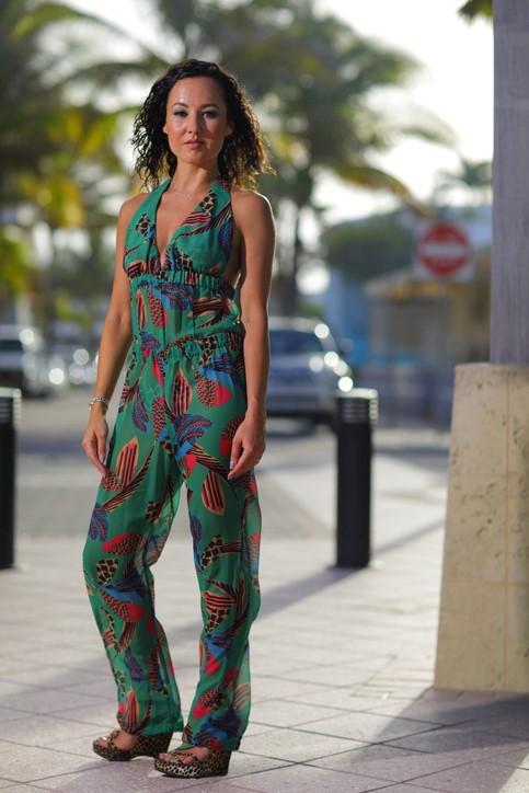 Kombinezon urban jungle i sandały na koturnie