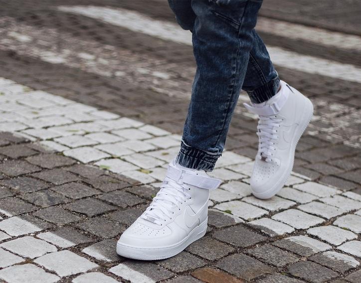 sneakersy męskie nike air force białe na nogach