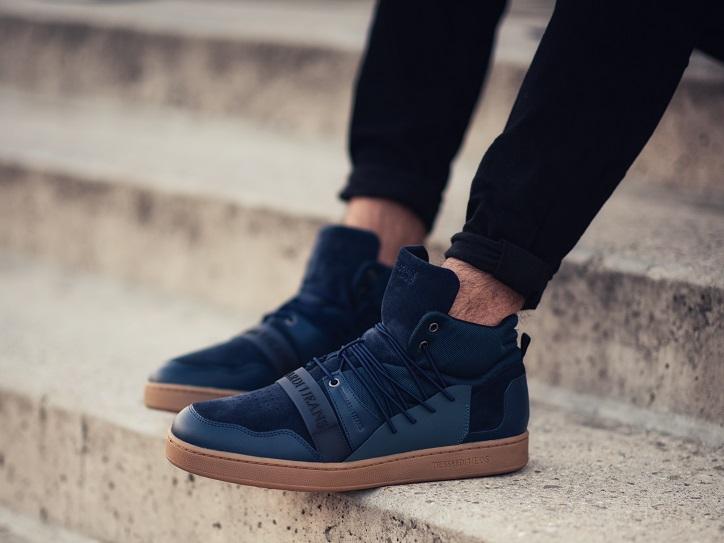 sneakersy męskie trussardi jeans granatowe na nogach
