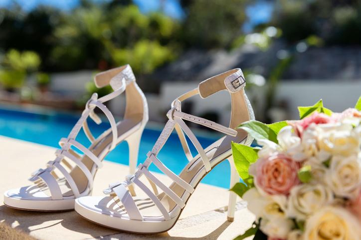 Białe sandały do ślubu