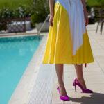 Żółta sukienka i fuksjowe buty