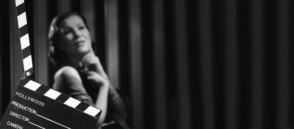 Czarno biały kadr z filmu