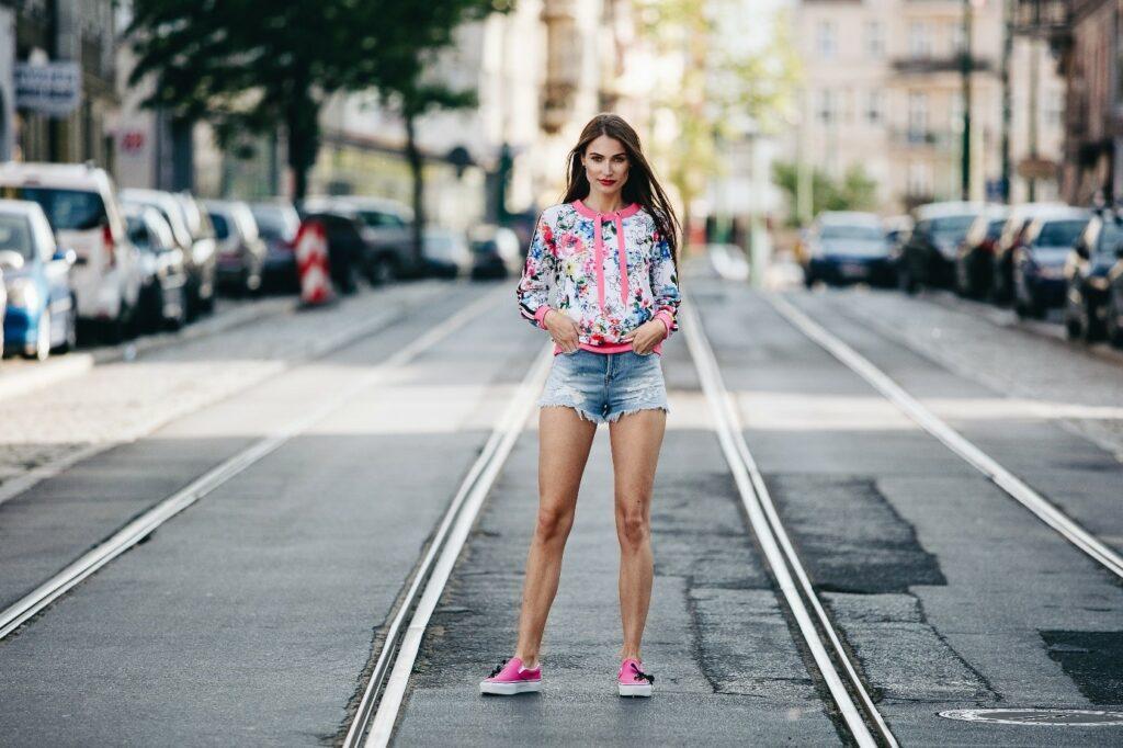 Letni look z Vans Slip-on różowymi