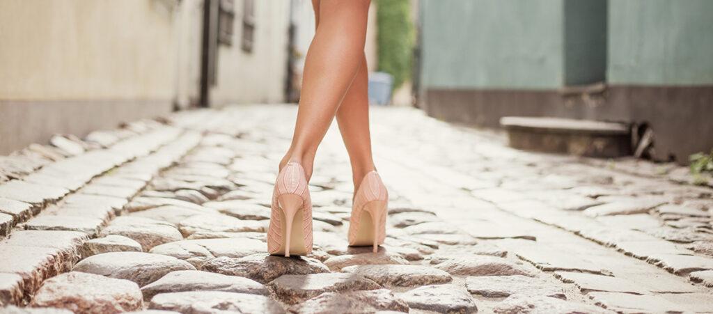 jakie buty wyszczuplają nogę