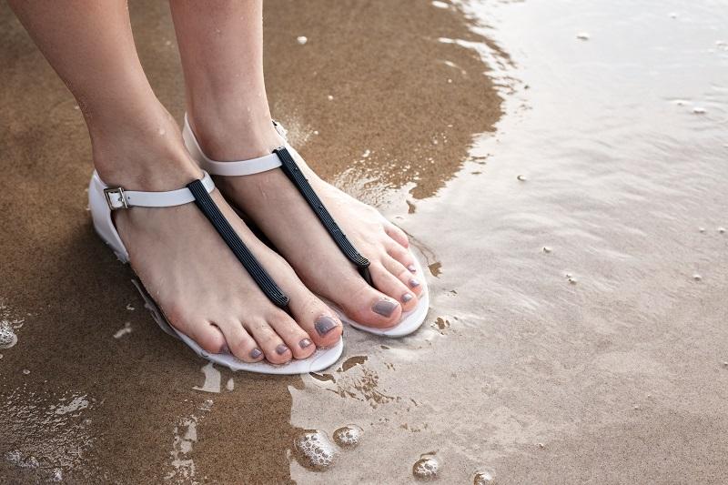 sandały na plażę