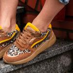 kolorowe sneakersy damskie z czym nosić inspiracje