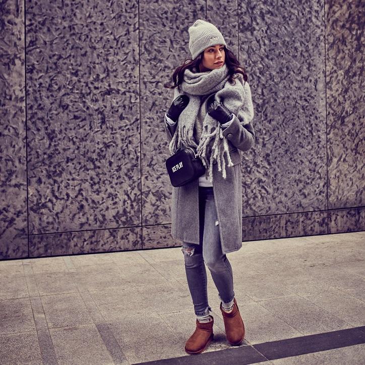 brązowe buty emu australia na modelce stylizacja zimowa