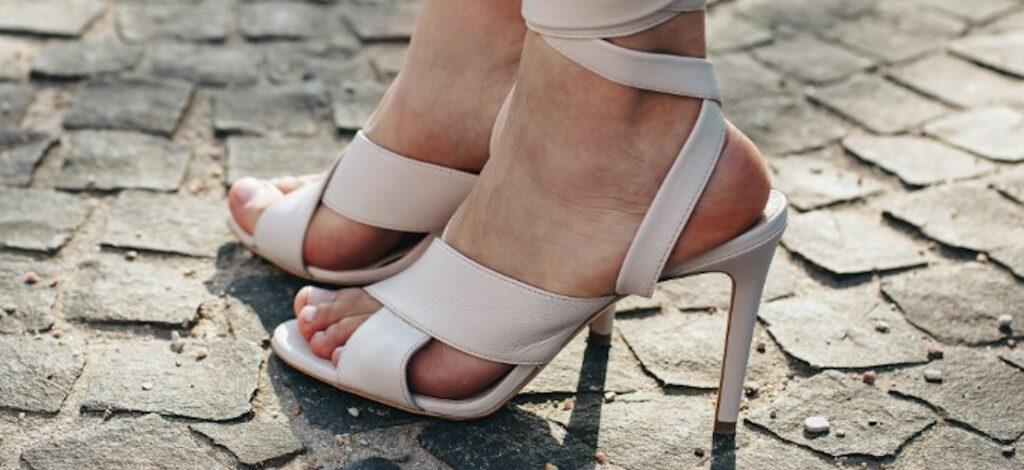 sandały na szpilkach
