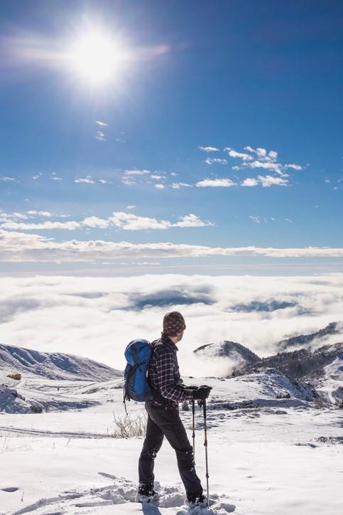 Buty trekkingowe w śniegu