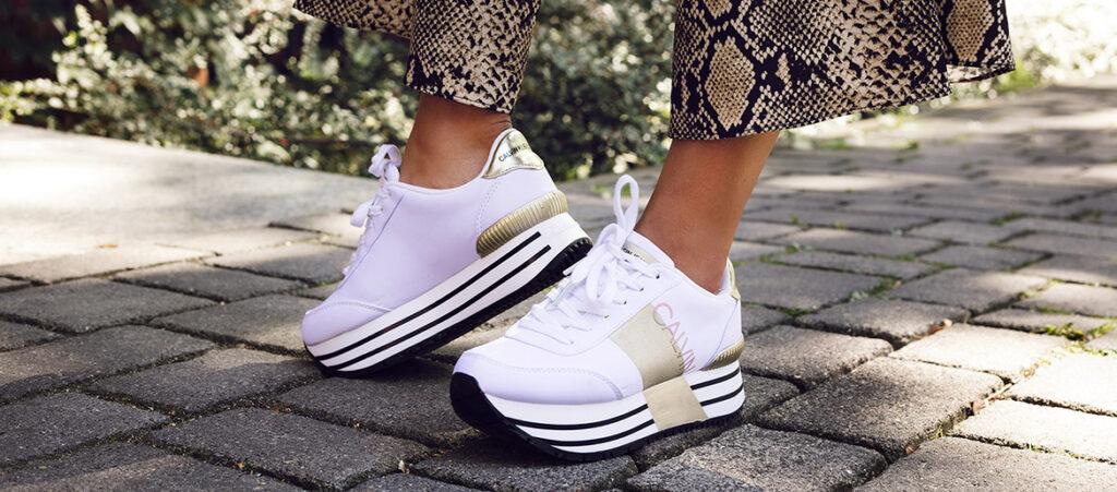 sportowe buty na platformie w kilku odsłonach