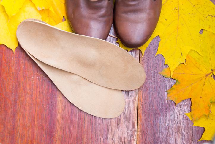 brązowe buty na jesień i wkładki