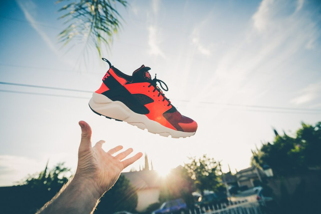 pomarańczowe sneakersy Nike Huarache