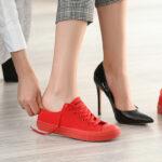 sportowe buty damskie w eleganckich stylizacjach