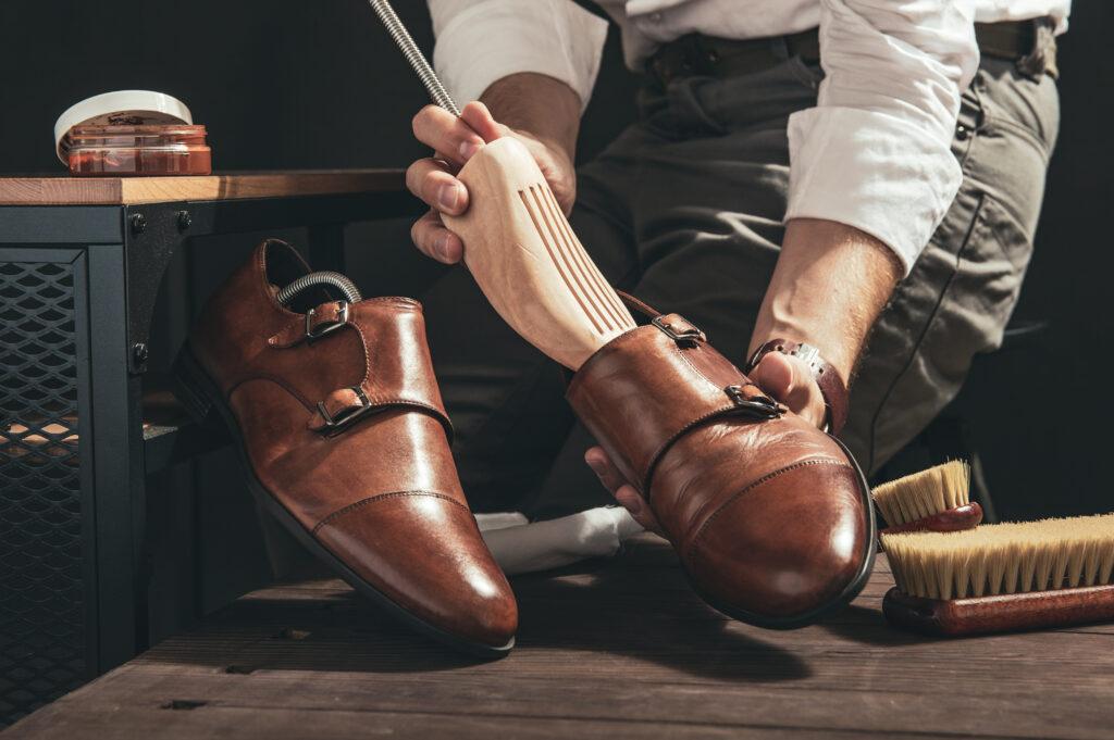 4 przyczyny skrzypiących butów i rozwiązanie na każdą z nich