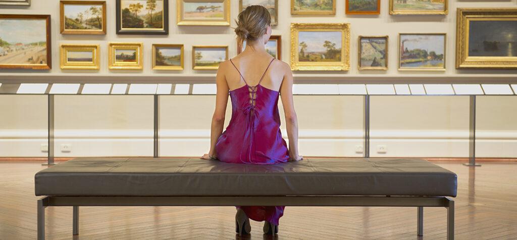 kobieta w muzeum