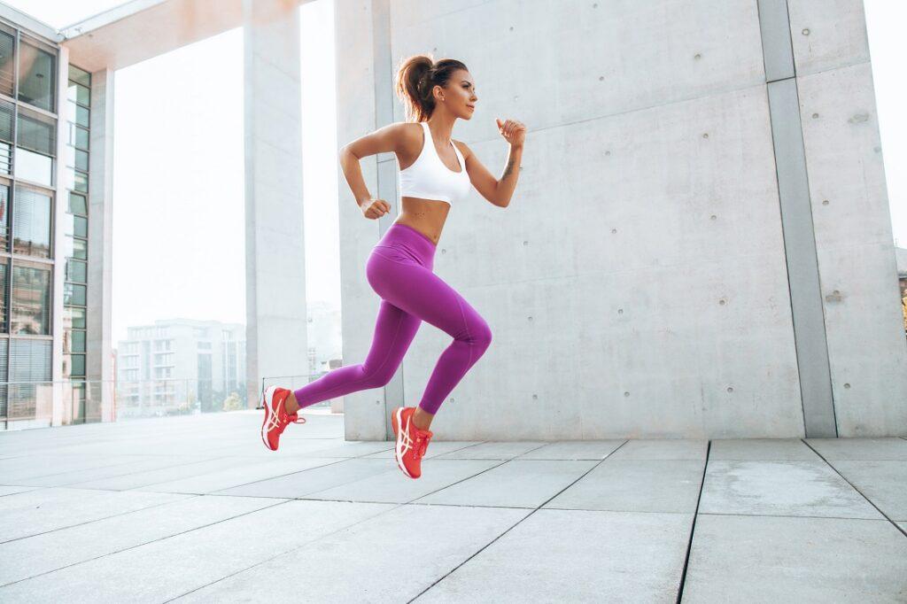 Sportowa stylizacja z butami do fitnessu