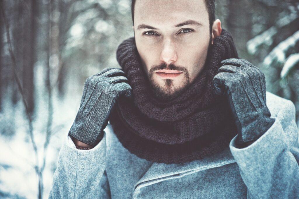 Zimowe akcesoria męskie: rękawiczki i komin