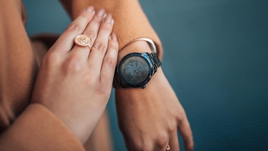 Zegarek damski na nadgarstku