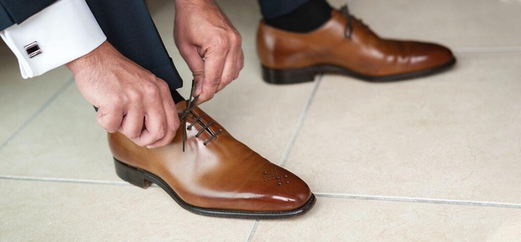męskie buty z lakierowanej skóry