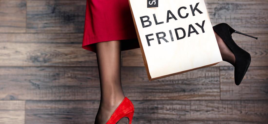 Czarne i czerwone szpilki, promocja Black Friday
