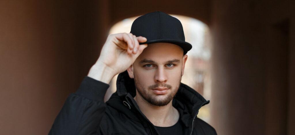 męska czapka z daszkiem - jak dobrać ją do kształtu twarzy