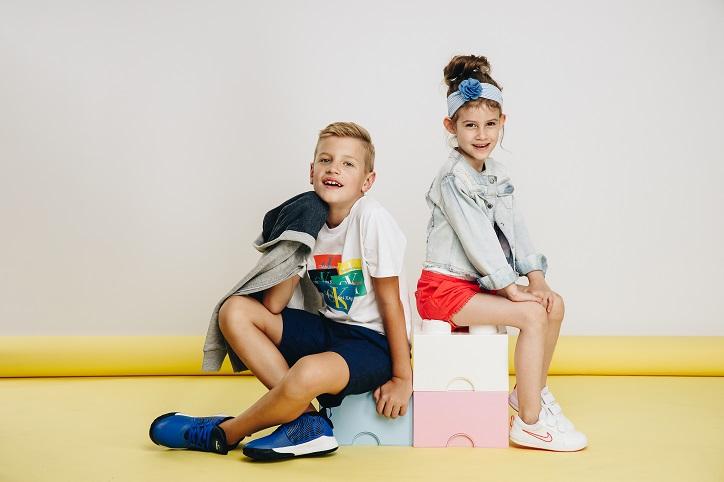 sneakersy dziecięce nike dla dziewczynki i chłopca na nogach
