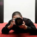 fotograf na czerwonym dywanie