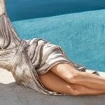 Eva Longoria w butach eobuwie nad basenem