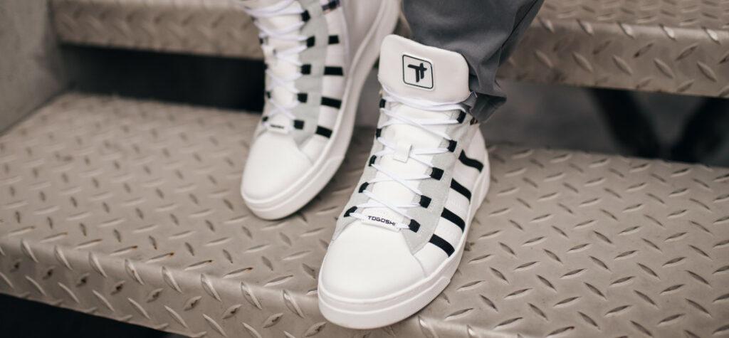 białe sneakersy męskie togoshi