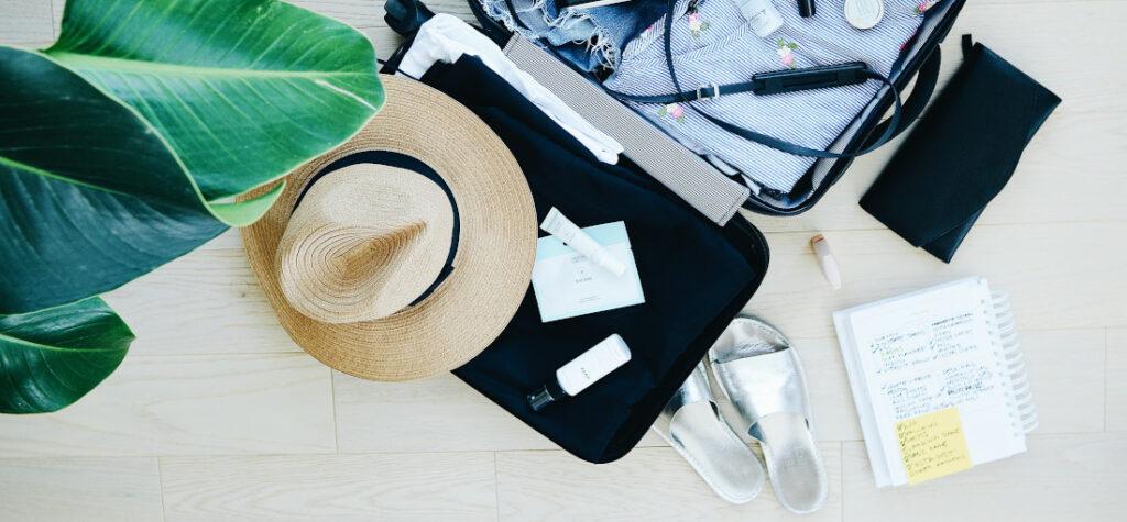 pakowanie butów do walizki