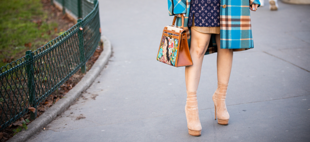 beżowe botki na nogach
