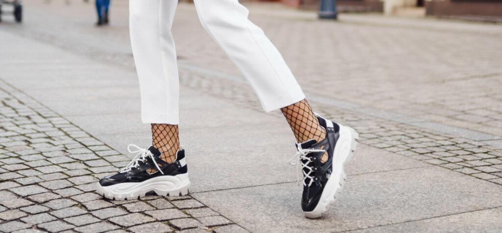 jakie buty pasują do białych spodni
