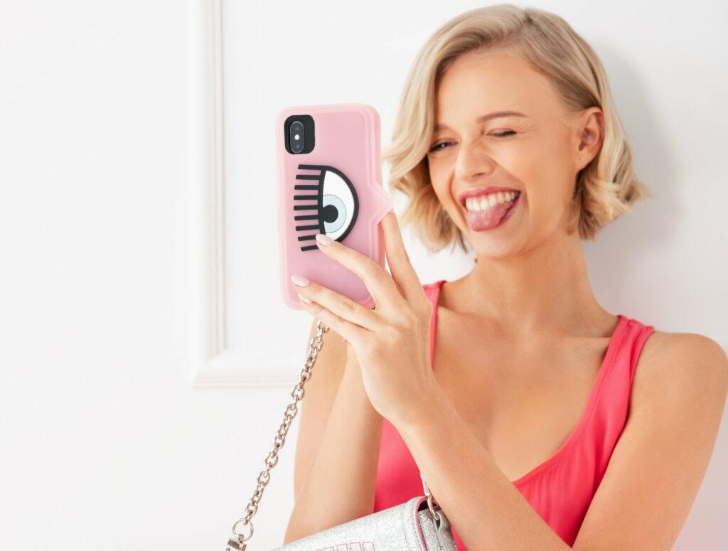 różowe etui na telefon