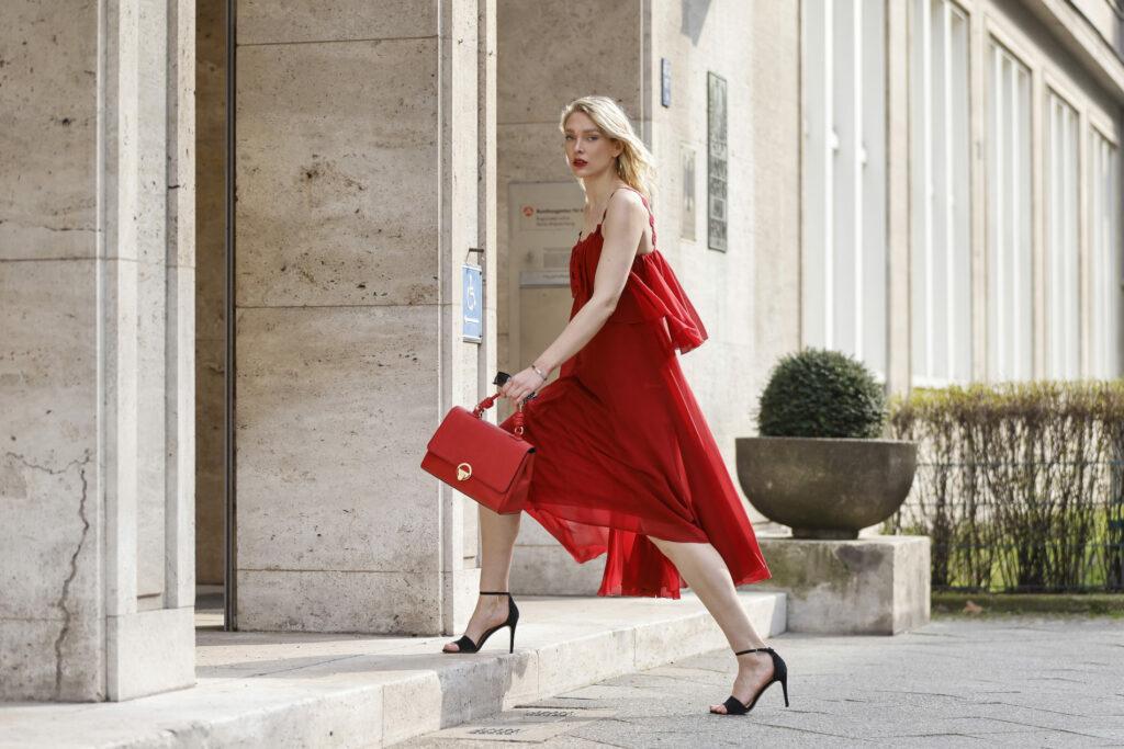 torebka do czerwonej sukienki